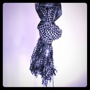 Double-Sided Frayed Scarf, really cool look!